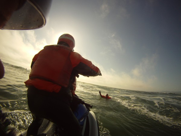 Class participants practice retrieving victims in the surfline.